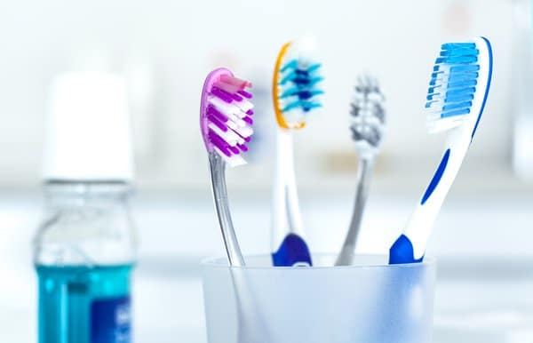 Smokers need to choose the right toothbrush