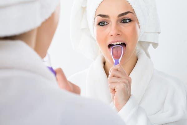 Clean smoker tongue with tongue scraper